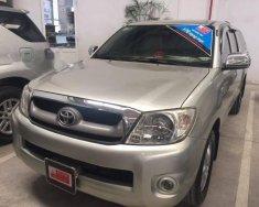 Cần bán lại xe Toyota Hilux 2.5E năm 2011, màu bạc số sàn  giá 370 triệu tại Tp.HCM