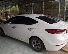 Bán xe cũ Hyundai Elantra MT năm 2017, màu trắng, 590 triệu giá 590 triệu tại Bình Phước