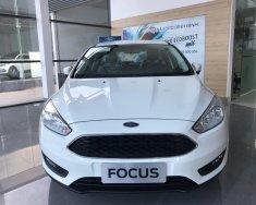 Bán xe Ford Focus sản xuất 2018 màu trắng, giá tốt tại Bình Định giá 585 triệu tại Bình Định