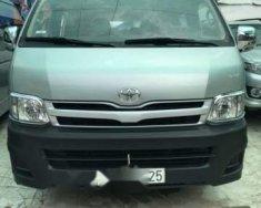 Cần bán gấp Toyota Hiace năm sản xuất 2011, màu bạc giá 415 triệu tại Tp.HCM