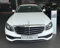 Cần bán Mercedes E200 sản xuất 2018, màu trắng giá 2 tỷ 99 tr tại Tp.HCM