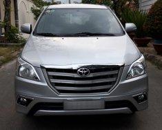 Cần bán Toyota Innova E 2015 số sàn, màu bạc giá 578 triệu tại Tp.HCM
