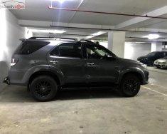 Bán xe Fortuner 2.7V 2 cầu 4x4 dẫn động 4 bánh, đời 2015 màu ghi xám, nội thất màu đen giá 870 triệu tại Tp.HCM