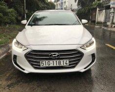 Cần bán lại xe Hyundai Elantra GLS 1.6AT sản xuất 2017, màu trắng xe gia đình giá 615 triệu tại Tp.HCM