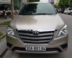 Cần bán lại xe Toyota Innova E 2015, màu bạc số sàn giá 605 triệu tại Hà Nội