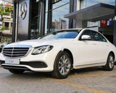 Bán ô tô Mercedes E200 sản xuất 2018, màu trắng giá 2 tỷ 99 tr tại Hà Nội