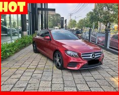 Bán xe Mercedes E300 màu đỏ nhập khẩu, ĐK 2017. Trả trước 800 triệu nhận xe ngay giá 2 tỷ 490 tr tại Tp.HCM