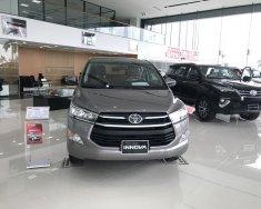 Toyota Innova 2.0E 2018, màu nâu đồng giao ngay, khuyến mãi hấp dẫn giá 771 triệu tại Thanh Hóa