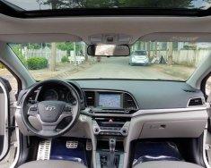 Bán xe Hyundai Elantra 2.0AT 2016, màu trắng giá 615 triệu tại Tp.HCM