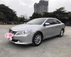 Cần bán Toyota Camry 2.0E năm 2013, màu bạc như mới, giá tốt giá 750 triệu tại Hà Nội