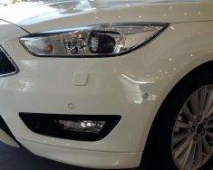 Sở hữu ngay Ford Focus Titanium đời 2018, màu trắng, chỉ cần 10 cọc lấy xe ngay, Sẵn xe giao ngay tháng 12 giá 725 triệu tại Hà Nội
