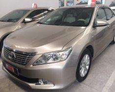 Bán xe Toyota Camry 2.0E đời 2013, màu nâu vàng giá 820 triệu tại Tp.HCM