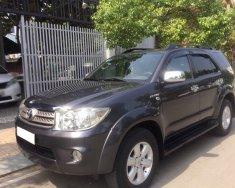 Gia đình cần bán xe Toyota Fortuner 2010 bản V, số tự động giá 527 triệu tại Tp.HCM