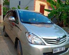 Cần bán xe Toyota Innova đời 2010, màu bạc số sàn, giá chỉ 400 triệu giá 400 triệu tại Bắc Giang