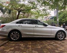 Bán Mercedes C200 năm 2015, màu bạc chính chủ giá 1 tỷ 165 tr tại Hà Nội