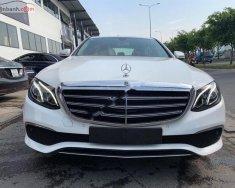 Bán xe Mercedes E200 sản xuất 2018, màu trắng giá 2 tỷ 99 tr tại Tp.HCM