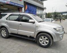 Cần bán gấp Fortuner 2 cầu máy xăng, sản xuất năm 2011, xe đẹp giá 565 triệu tại Hà Nội