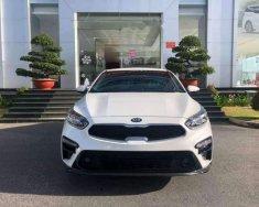 Cần bán Kia Cerato Premium đời 2019, màu trắng, nhập khẩu, giá tốt giá 675 triệu tại Tp.HCM