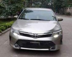 Cần bán lại xe Toyota Camry 2.0 sản xuất 2016, màu bạc giá 885 triệu tại Hà Nội