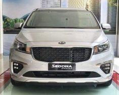 Cần bán xe Kia Sedona sản xuất 2018, màu bạc giá 1 tỷ 209 tr tại Tp.HCM