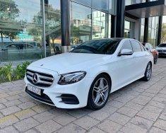 Cần bán xe Mercedes E300  đời 2017, màu trắng, xe nhập giá 2 tỷ 520 tr tại Tp.HCM