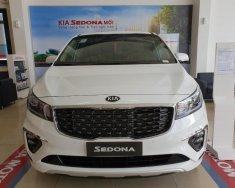 Bán xe Kia Sedona đời 2020, màu trắng giá 1 tỷ 99 tr tại Tp.HCM