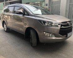 Cần bán xe Toyota Innova 2.0E, số sàn, đăng ký 10/2017, màu xám giá 648 triệu tại Tp.HCM