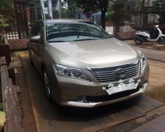 Nhà mình cần bán xe Toyota Camry 2.5Q đời 2013, số tự động, màu vàng cát giá 725 triệu tại Tp.HCM