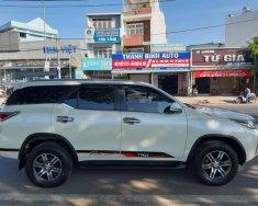 Cần bán xe Toyota Fortuner 2017 máy dầu số sàn, màu trắng ngọc trai cực đẹp giá 967 triệu tại Tp.HCM