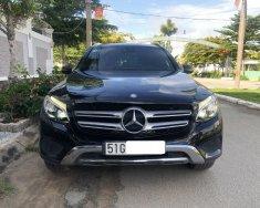 Cần bán xe Mercedes GLC250 4Matic, Model 2017, màu đen giá 1 tỷ 630 tr tại Tp.HCM