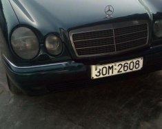 Bán Mercedes E240 sản xuất năm 1997, xe nhập, màu xanh lá giá 100 triệu tại Nghệ An