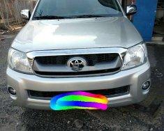 Cần bán gấp Toyota Hilux đời 2010, màu bạc, xe nhập giá 305 triệu tại Tp.HCM