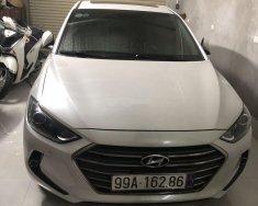 Gia đình bán Hyundai Elantra năm 2017, màu trắng giá 580 triệu tại Hà Nội
