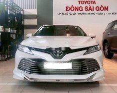 Bán Toyota Camry 2019, màu trắng, nhập Thái giá 1 tỷ 243 tr tại Tp.HCM