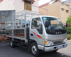 Xe tải JAC 2t4, máy Isuzu thùng 4,390m thùng mui bạt giá 300 triệu tại Tp.HCM