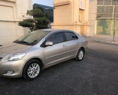Bán nhanh xe Toyota Vios 1.5E màu vàng cát, sx cuối 2013, chính chủ gia đình từ đầu giá 289 triệu tại Hà Nội