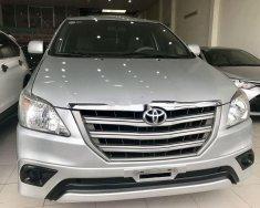 Cần bán gấp Toyota Innova 2.0E năm 2014, màu bạc, giá chỉ 530 triệu giá 530 triệu tại Khánh Hòa