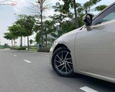 Cần bán lại xe Lexus ES 250 đời 2017, màu vàng, xe nhập giá 1 tỷ 938 tr tại Hà Nội