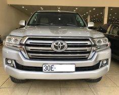 Bán Toyota Landcruiser VX 2016 Màu Bạc tên cty xe đẹp giá 3 tỷ 200 tr tại Hà Nội