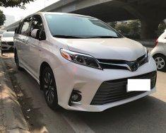 Bán Toyota Sienna Limited màu trắng nội thất nâu xe sản xuất 2018 đăng ký 12/2018 tên công ty,lăn bánh chưa tới 1 v Km c giá 3 tỷ 700 tr tại Hà Nội