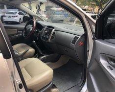Nhà tôi bán xe INNOVA 2.0E xịn nguyên bản, sx cuối 2013, màu bạc, chính chủ từ đầu giá 435 triệu tại Hà Nội