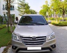 Cần bán Toyota Innova 2.0E đời 2015, màu ghi vàng giá 425 triệu tại Hà Nội