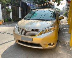 Cần bán xe Toyota Sienna đời 2011, màu vàng ít sử dụng giá 995 triệu tại Tp.HCM