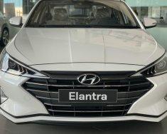 Cần bán xe Hyundai Elantra 1.6 AT sản xuất năm 2020, màu trắng giá 630 triệu tại Cần Thơ