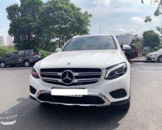 Bán Mercedes GLC 200 năm sản xuất 2019, màu trắng, xe cũ như mới giá 1 tỷ 580 tr tại Tp.HCM