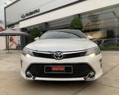 Bán Toyota Camry 2.5Q đời 2019, màu trắng giá 1 tỷ 90 tr tại Tp.HCM