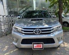 Cần bán lại xe Toyota Hilux đời 2016, màu bạc, xe nhập, số tự động giá 710 triệu tại Tp.HCM