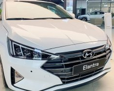 Cần bán Hyundai Elantra 2.0AT 2020, màu trắng giá 689 triệu tại Gia Lai
