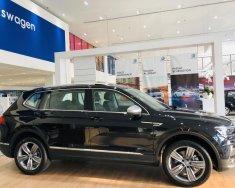 Volkswagen Tiguan Allspace , màu đen, nhập khẩu. Ưa đãi lớn 207 TRiệu trong tháng này.LH:Ms Uyên: 093218667 giá 1 tỷ 729 tr tại Tp.HCM