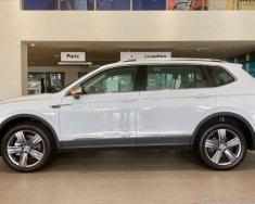 Gọi ngay: 0932.118.667_Ms Uyên. Để nhận ưu đãi lên đến gần 100triệu xe Suv 7 chỗ Tiguan Luxury màu trắng Pure mới giá 1 tỷ 799 tr tại Tp.HCM